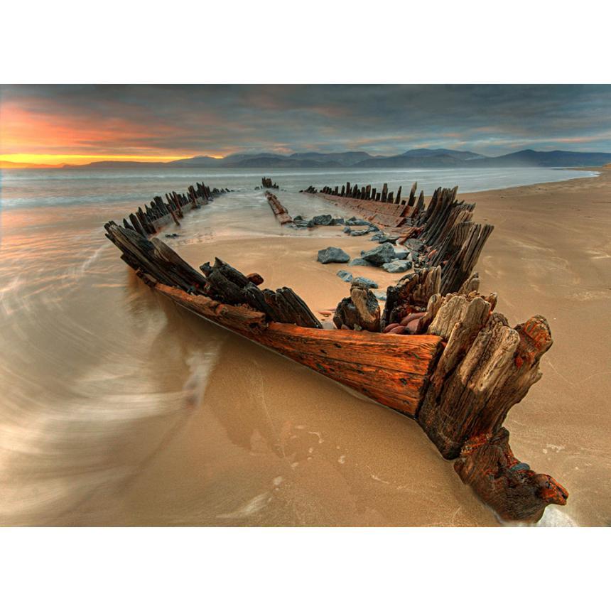 Σκαρί βάρκας στη παραλία