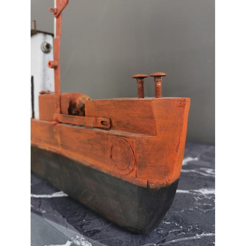 Γλυπτό Κόκκινο καράβι